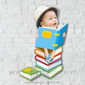 Chibi cho bé ham đọc sách