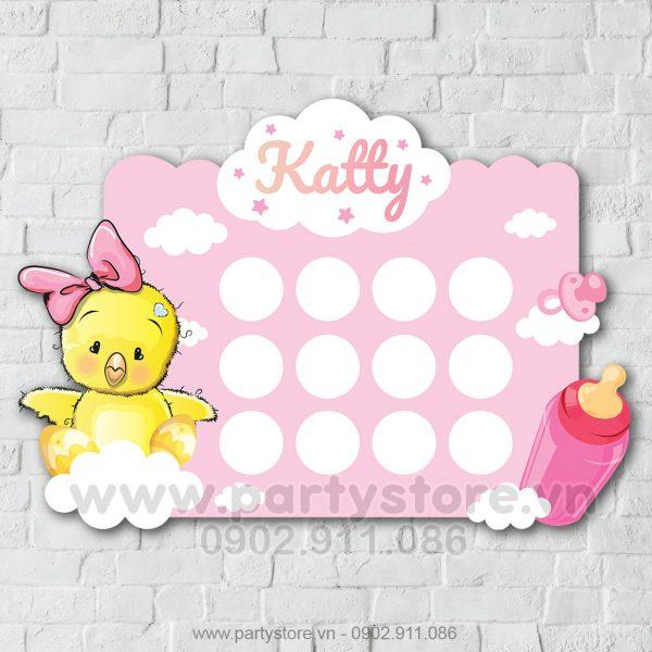 Khung hình 12 tháng bé gái gà hồng